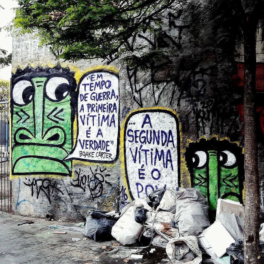 """Em tempo de guerra, a primeira vítima é a verdade"" Boake Carter ""... a segunda vítima é o povo!"" Artista: @mundano_sp #mundano #artivist #sambadograffiti #sampagraffiti #graffiti #graffiti_clicks #grafite #graf #streetart #streetartsp #streetphoto #streetarteverywhere #streetartphotography #artivism #bagarre #spraypaint #urbanwall #urbanart #wallart #saopaulo #brasil #rsa_graffiti #braznu #sampa #tv_streetart #saopaulocity #tv_sa_simplicity_graff #streetartofficial #boakecarter #artivismo"