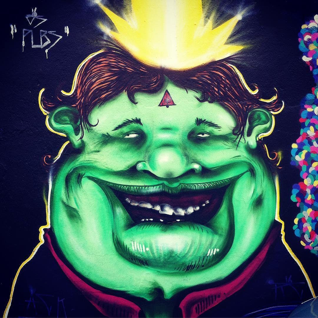 Laroiê! Arte e cultura na quebrada 016. #ospubs #graffitisp #sampagraffiti #chakras #força #streetartsp #personagem #green