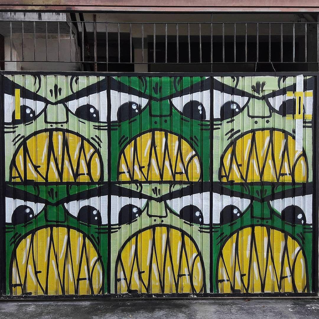 Lucky garage door in Vila Madalena Artista: @giulianoalemao #alemao #pauloito #olimpiadas #sambadograffiti #sampagraffiti #graffiti #graffiti_clicks #grafite #graf #streetart #streetartsp #streetphoto #streetarteverywhere #streetartphotography #spray #bagarre #spraypaint #urbanwall #urbanart #wallart #saopaulo #brasil #rsa_graffiti #braznu #sampa #tv_streetart #saopaulocity #tv_sa_simplicity_graff #streetartofficial