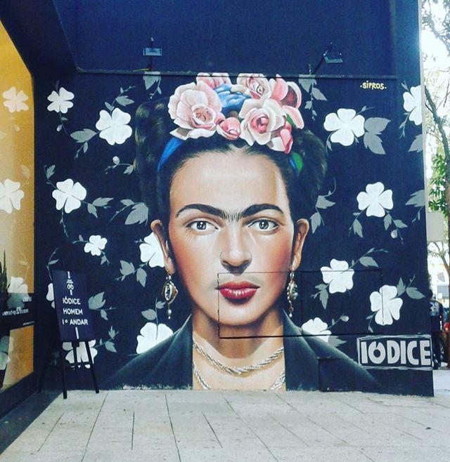"""""""...Lutei e sofri tanto que mereço algo inteiro, intenso, indescritível...' #fridakahlo #streetartsp #streetart #olheosmuros #inspiração"""