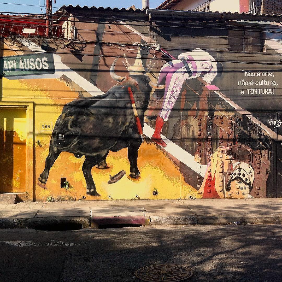 Mural do @kobrastreetart contra as touradas na Vila Madalena. #kobra #kobrapaint #kobrastreetart #eduardokobra #vilamadalena #streetart #streetartsp #streetarteverywhere #streetartsaopaulo #streetartphotography #graffiti #graffitisp #graffitiart #art #sp #saopaulo #sampa #spcity #sampacity #saopaulocity #spsemmesmice #muros #muro #murosquefalam #olheosmuros #street #rua #ruasp #urbanart #stopbullfighting