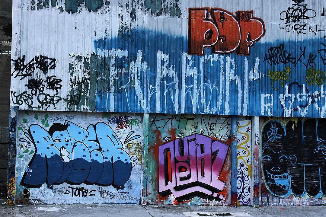 Muros coloridos! - Calçadão do Grajaú - São Paulo - SP - abril de 2016. @thomazayub para a série  #valorizesuacidade  #aruagrita #foratemer #DIY #lambelambe #lambe #streetart #intercencaourbana #vozesdarua #feminismo #feminism #urbanart #city #sp #splovers #murosquefalam #olheosmuros #urban #street #streetart #hypeness #streetartsp #artederua #silenciodasruas #vozesdacidade #taescritoemsampa #oqueasruasfalam