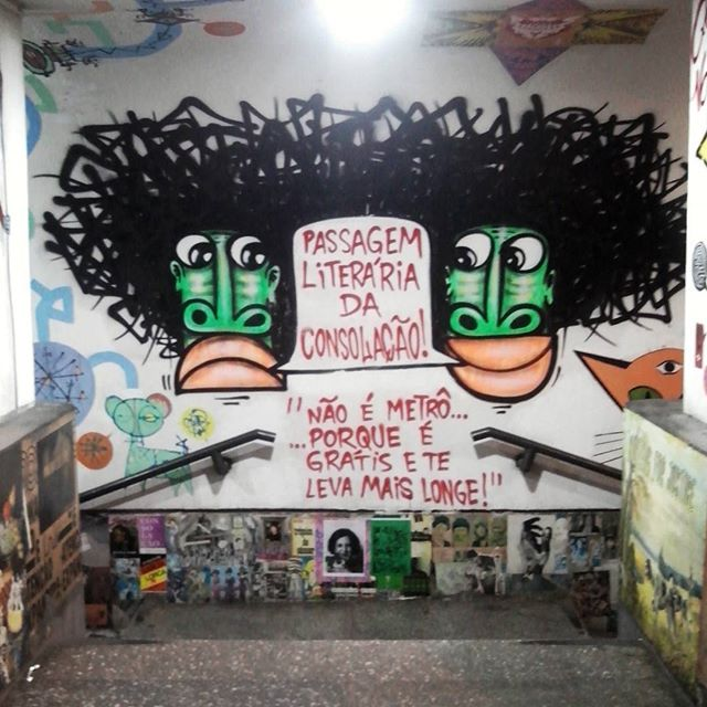 """Não é metro... ... porque é grátis e te leva mais longe!"" #urbanartist @mundano_sp #urbanart #urban_graffiti #urbanexploration #grafite #graffiti #graffitiigers #graffiti_clicks #streetart #streetartsp #streetartbrazil #brazilianart #streetartnews #streetphoto #streetarteverywhere #streetartuncovered #dsb_graff #sampagraffiti #instagrafite #muraldaily #spraypaint #phoneography #sp #brazilianart"