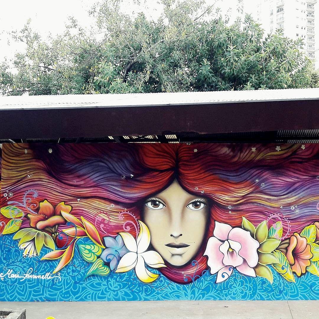 O Parque do Povo está dando cabelos vegetais à linda obra de arte da @maripavanelli #maripavanelli #sambadograffiti #sampagraffiti #graffiti #graffiti_clicks #grafite #graf #streetart #streetartsp #streetphoto #streetarteverywhere #streetartphotography #artivism #bagarre #spraypaint #urbanwall #urbanart #wallart #saopaulo #brasil #rsa_graffiti #braznu #sampa #tv_streetart #saopaulocity #tv_sa_simplicity_graff #streetartofficial #parquedopovo