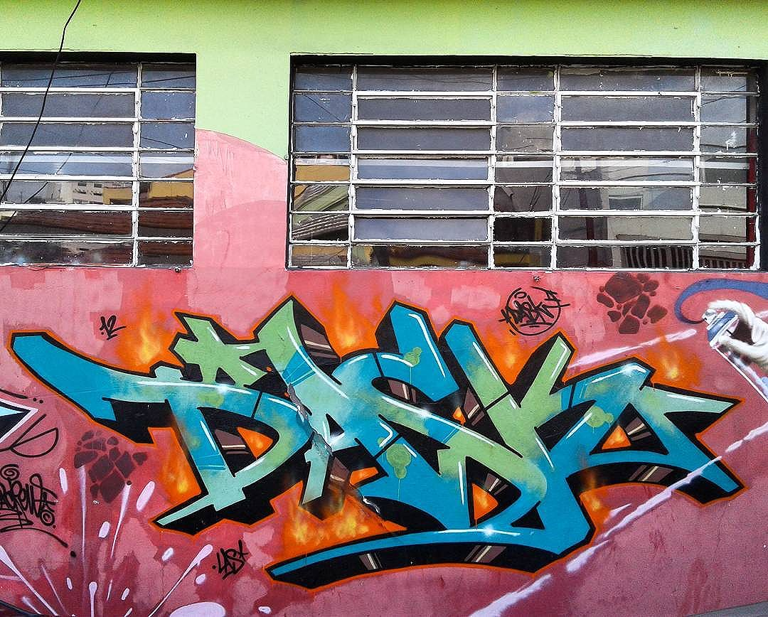 . . on fire . . . #graffiti_of_our_world #streetart #bombing #graffiti #instagraffiti #streetartbrazil #sprayart #artecallejero #streetarteverywhere #grafite #streetartsp #graffitibrazil #graffitiart #urbanart #urbanwalls #sampagraffiti #citywalls #fatcap #streetoftheday #streetartphotography #olheosmuros #graff #instagraff #streetphotography #wildstyle #sp011