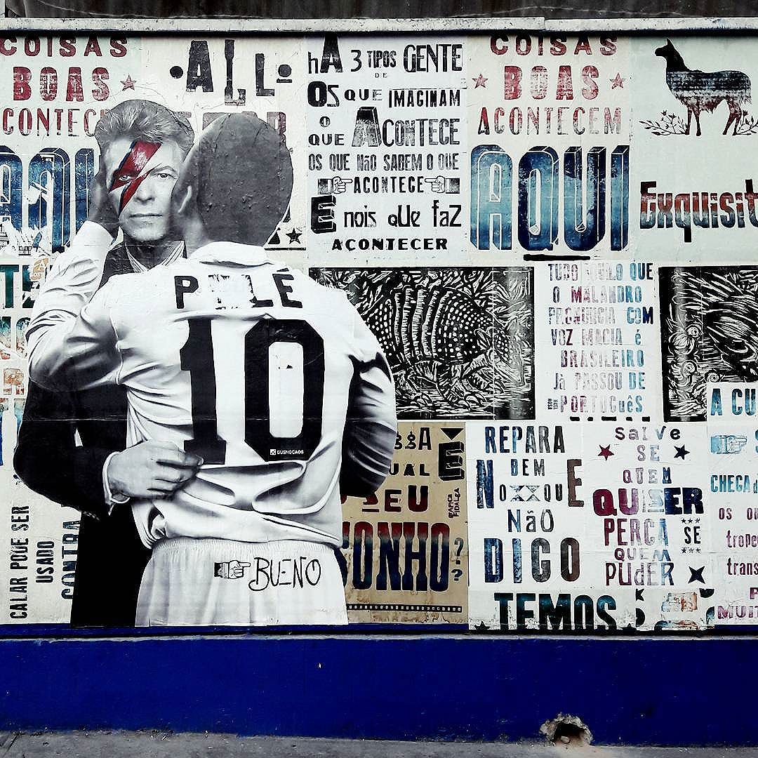 Pelé is kissing again ... David Bowie this time! RIP Bowie Artist: @buenocaos #pelé #davidbowie #sambadograffiti #sampagraffiti #graffiti #graffiti_clicks #grafite #graf #streetart #streetartsp #streetphoto #streetarteverywhere #streetartphotography #spray #bagarre #spraypaint #urbanwall #urbanart #wallart #saopaulo #brasil #rsa_graffiti #braznu #sampa #tv_streetart #saopaulocity #tv_sa_simplicity_graff #streetartofficial #avenidapaulista #lambelambe