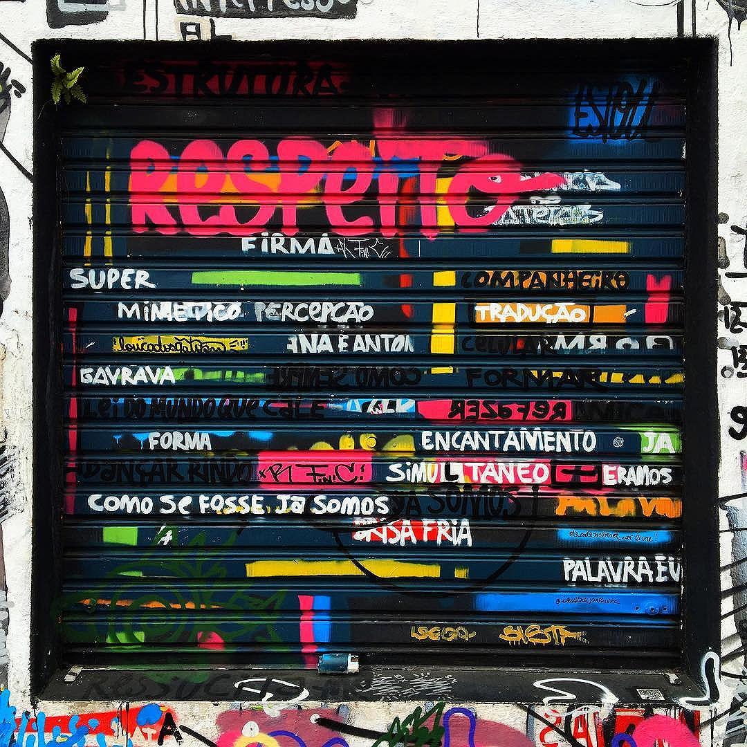Quadro Urbano #graff #graffiti #streetarteverywhere #streetartistry #streetartandgraffiti #streetphotography #streetphotographer #street #streetphoto #urban #streetartsp #saopaulo #sp #brasil #brazil #house #oldhouse #becodobatman