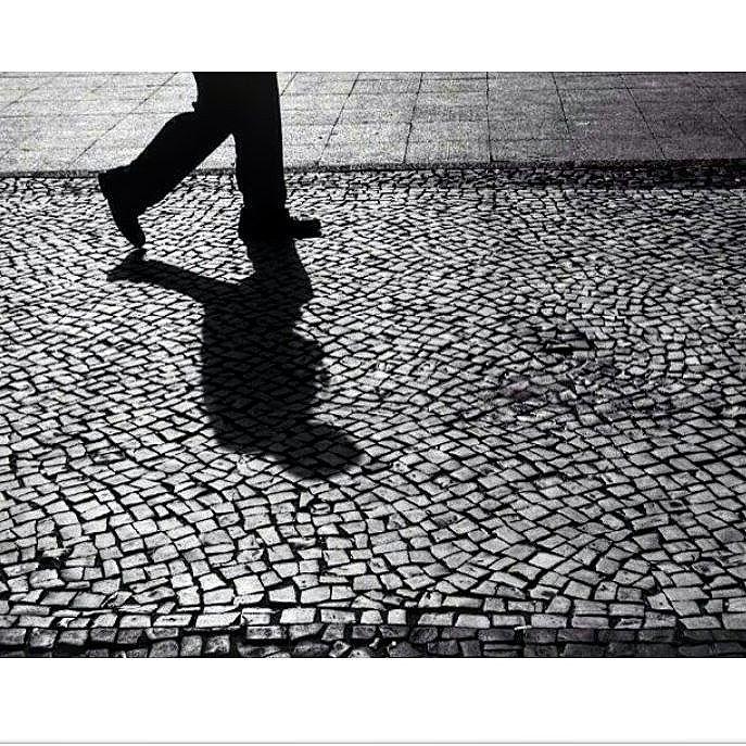 Sé sombra. Todos somos. .  @carrerageorgia  #esaioaruagrita  #aruagrita  #aruagrita #vaiadape #foratemer #DIY #lambelambe #lambe #streetart #intercencaourbana #vozesdarua #feminismo #feminism #urbanart #city #sp #splovers #murosquefalam #olheosmuros #urban #street #streetart #hypeness #streetartsp #artederua #silenciodasruas #vozesdacidade #taescritoemsampa #oqueasruasfalam