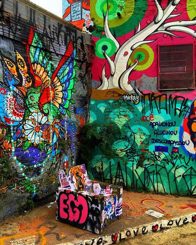 #wall #wallart #graffiti #streetarteverywhere #streetartistry #streetartandgraffiti #streetphotography #streetphotographer #street #streetphoto #urban #streetartsp #saopaulo #sp #brasil #brazil #house #oldhouse #becodobatman