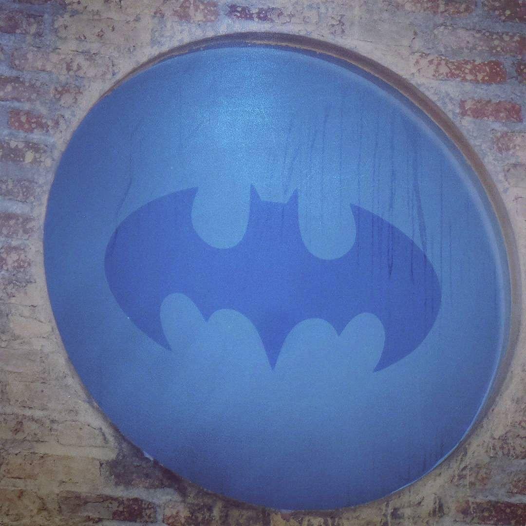 #batman #batmanbegins #becodobatman #vilamadalena #sampa #splovers #ilovesaopaulo #arteurbana #intervencaourbana #saopaulo #sp #vejasp #street_art_community #streetartsp #streetphotography #streetphotographers #ofantasticomundodografite #urban #batmansalley