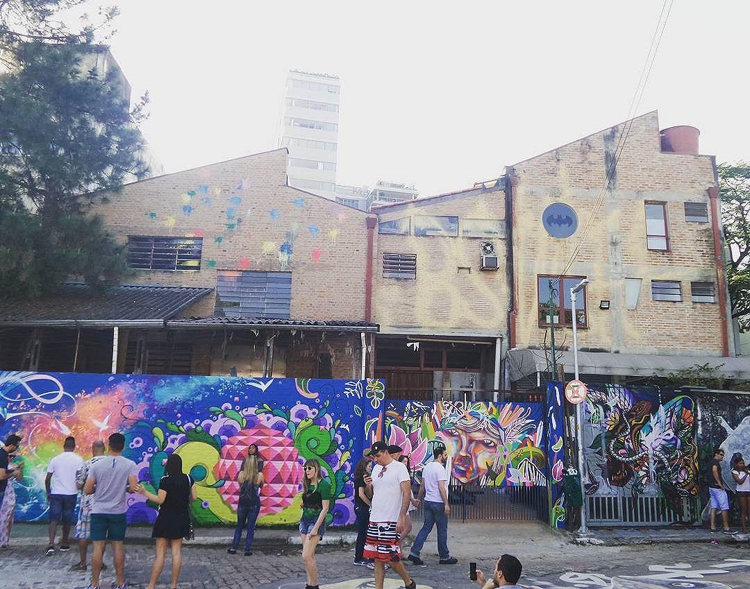 #becodobatman #vilamadalena #sampa #splovers #ilovesaopaulo #arteurbana #intervencaourbana #saopaulo #ilovesp #sp #saopaulocity #saopaulorocks #sp4you #saopaulopara #poraisp #streetartist #streetstyle #streetphotography #streetphotographers #ofantasticomundodografite #wallporn #sprayart #aerosolart #be_one_urbanart #graffiti_of_our_world #streetartglobal #vilamadalena #streetartsp #graffitisp #sampagraffiti #graffitipainting