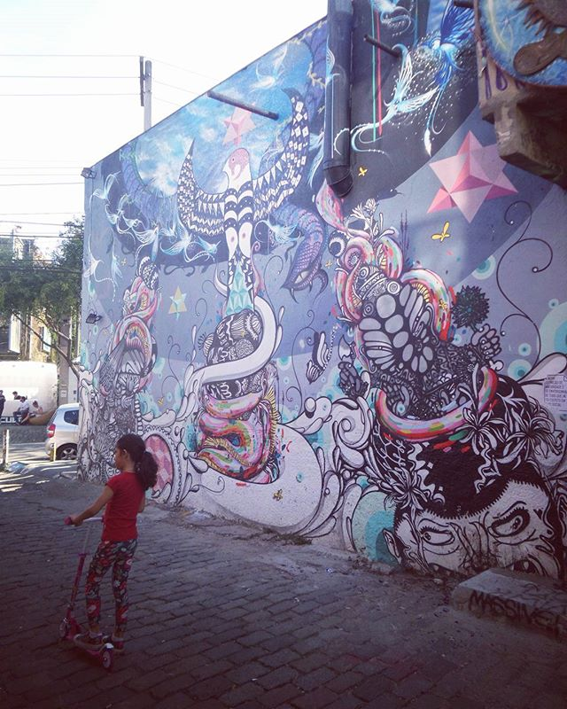 Brincadeira de criança. .. #infancia #crianca #graffiti #graffitiart #streetarteverywhere #streetstyle #streetphotography #streetphotographers #ofantasticomundodografite #wallporn #sprayart #aerosolart #be_one_urbanart #graffiti_of_our_world #streetartglobal #vilamadalena #saopaulo #arteurbana #becodobatman #poraisp #vejasp #street_art_community #streetartsp #graffitisp #sampagraffiti #graffitipainting #batmansalley