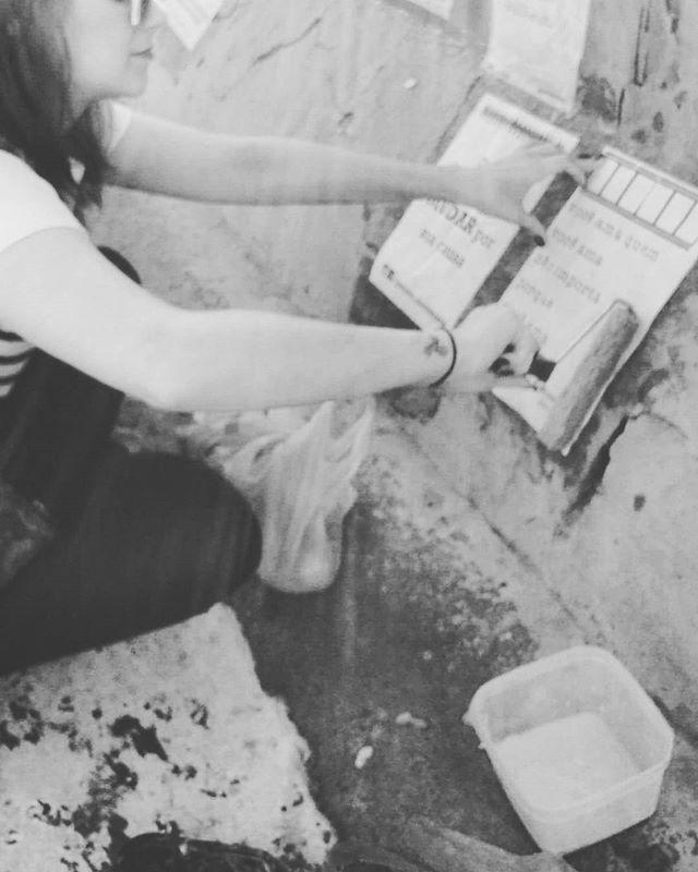 cola cola cola.  #cinelambe #lambelambe #movie #cinema #filmes #streetartsp #streetart #intervencaourbana #splovers #serpaulistano #saopaulo #vozesdacidade #taescritoemsampa #pelasruas #pelosmuros #oqueasruasfalam #urbanart #arteurbana #vozesderua #acidadefala #osmurosfalam #vinarua #asruasfalam #vozesdacidade #sp #artederua #txturbano #sp4you #spdagaroa