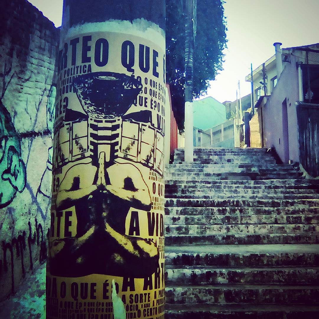 Escadão #paulestinos #lambelambe #meditacao #meditation #colagem #digitalart #artedigital #streetartsp #streetart #saopaulo