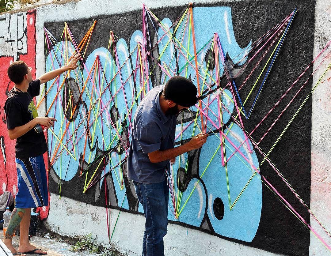 Evento que aconteceu no dia 18•09•2016 em Ferrazpólis • sbc, dia de amizades novas e muito aprendizado   Tei•∆ urban•∆ + @rodrigoaquatico .  #teiaurbana #teia #streetart #stringart #intervention #intervencaourbana #streetartnews #streetartglobe #intervencao #graffiti #urban #abstract #abstrato #linhas #barbante #colorido #color #arteurbana #artederua #instaartexplorer #art #arte #streetartsp #street #designer #design #arq #arquitetura #saopaulo #brasil