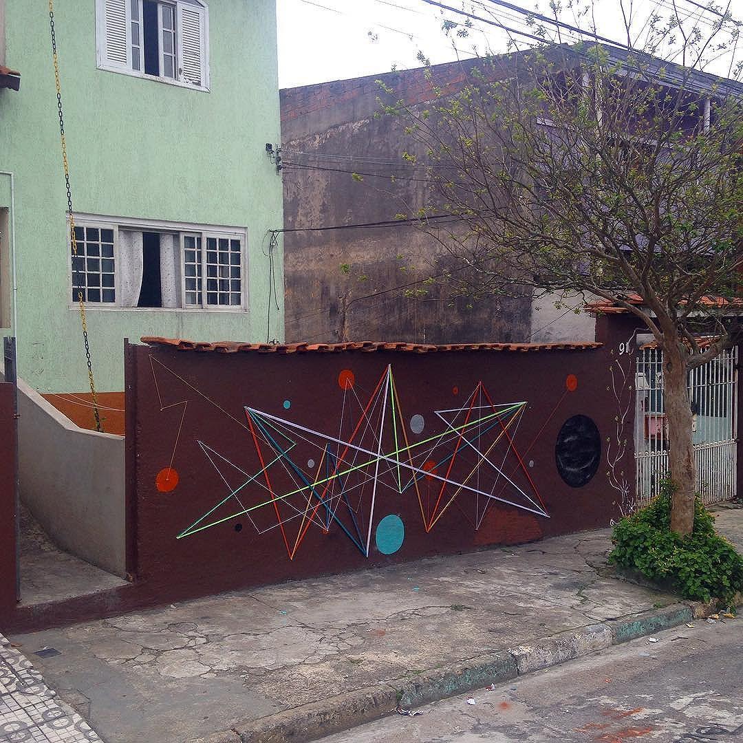 Fui mais além.  Rua: José Francisco da Rocha • J Calux • SBC  24•09•2016  #teiaurbana #teia #streetart #stringart #intervention #intervencaourbana #streetartglobe #intervencao #urban #abstract #abstrato #linhas #barbante #colorido #color #arteurbana #artederua #instaartexplorer #art #arte #streetartsp #street #designer #design #arq #arquitetura #decoracion #saopaulo #brasil