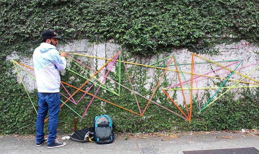Intervenção urbana  Rua: Benedito Fioretto 11•09•2016 Foto: @renanssauro_rex.  #teiaurbana #teia #streetart #stringart #intervention #intervencaourbana #streetartnews #streetartglobe #intervencao #graffiti #urban #abstract #abstrato #linhas #barbante #colorido #color #arteurbana #artederua #instaartexplorer #art #arte #streetartsp #street #designer #design #arq #arquitetura #saopaulo #brasil