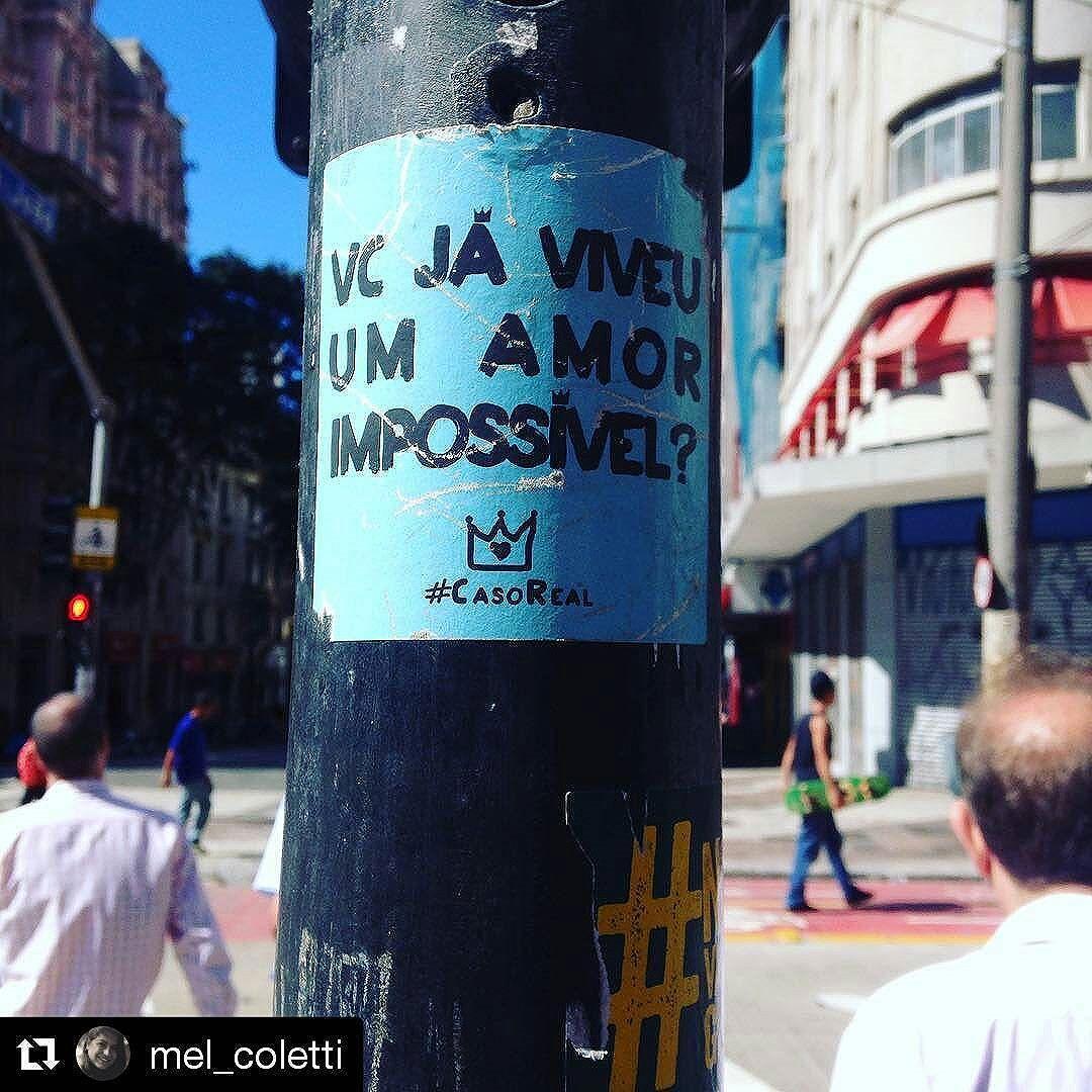 J á!  #CasoReal #EscuteLítera #artederua #streetart #arte #urbanart #arteurbana #art #sp #rua #street #saopaulo #brazil #sampa #artenarua #vilamadalena #urban #asruasfalam #sãopaulo #splovers #streetartsp #Repost @mel_coletti  Você já viveu um amor impossível? #casoreal #sp #centro #galeriadorock
