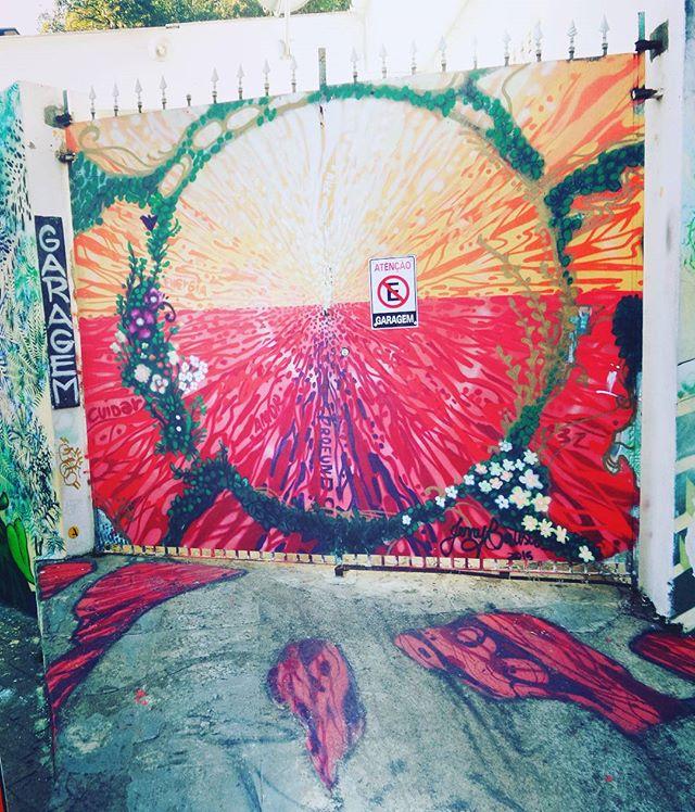 #jerrybatista #graffiti #graffitiart #graffitisp #streetartsp #sampagraffiti #herecomesthesun #letthesunshine #sol #sun #streetphotography #streetphotographers #ofantasticomundodografite #urbanwalls #sprayart #spraywall #aerosolart #graffiti_of_our_world #streetartglobal #street_art_community #be_one_urbanart #becodobatman #vilamadalena #sampa #batmansalley #vejasp #arteurbana