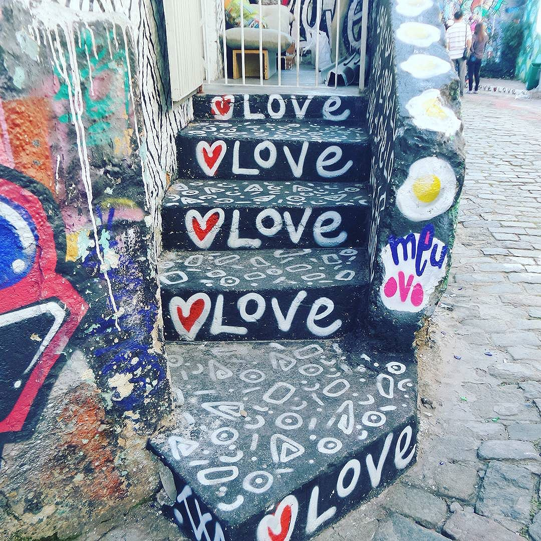 #meuovo #love #graffiti #graffitiart #streetartsp #graffitisp #sampagraffiti #streetartist #streetstyle #streetphotography #streetphotographers #ofantasticomundodografite #sprayart #aerosolart #be_one_urbanart #graffiti_of_our_world #streetartglobal #vilamadalena #saopaulo #arteurbana #becodobatman #poraisp #sampa #s2love #instapixo #tagger