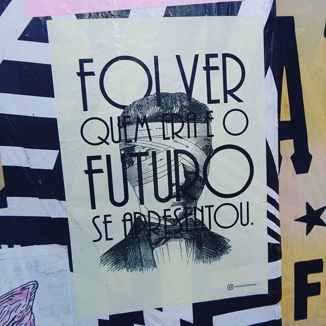 #microcontovisual #lambelambe #lambelambesp #umlambepordia #streetartsp #streetarteverywhere #streetstyle #streetphotography #streetphotographers #ofantasticomundodografite #arteurbana #intervencaourbana #poesiaurbana #poesiaderua #vilamadalena #saopaulo #futuro