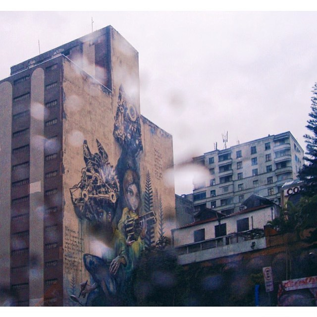 ninguém é tão pequeno que não possa ser importante. então me ajude a fazer o melhor que eu posso aonde eu estou com oque eu tenho. - herakuti (alemanha) + m-city (polonia) #graffiti #streetartsp #herakut #mcity