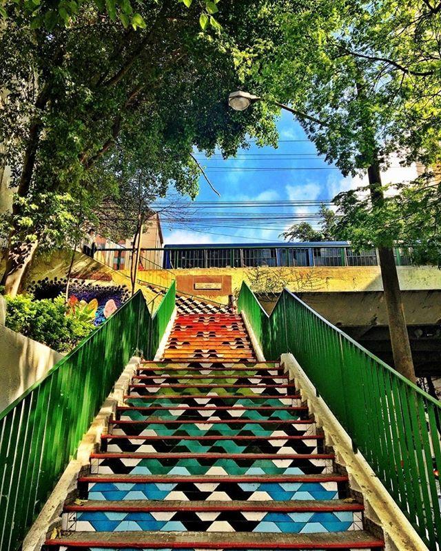 Quem conhece essa escadaria? Ela fica em Pinheiros! #transamericaexpocenter #transamericaexpo #expo #saopaulocity #saopauloonline #saopauloemfoco #saopaulotudodebom #pinheiros #viewsaopaulo #sp #sampa #sampadagaroa #empreendedorismo  #Repost @brunoplattes #wallart #graffiti #streetarteverywhere #streetartistry #streetartandgraffiti #streetphotography #streetphotographer #street #streetphoto #urban #streetartsp #saopaulo #sp #brasil #brazil