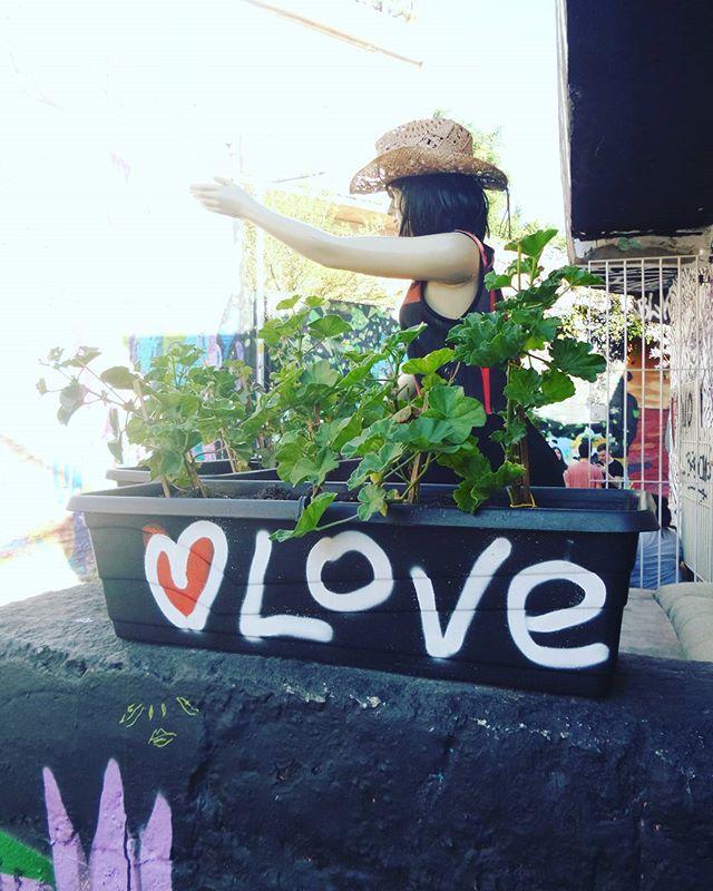 #s2love #instapixo #tagger #graffiti #graffitiart #graffitisp #streetartsp #sampagraffiti #becodobatman #vilamadalena #spraywall #saopaulo #streetartist #streetstyle #streetphotography #streetphotographers #ofantasticomundodografite #love #batmansalley #poraisp