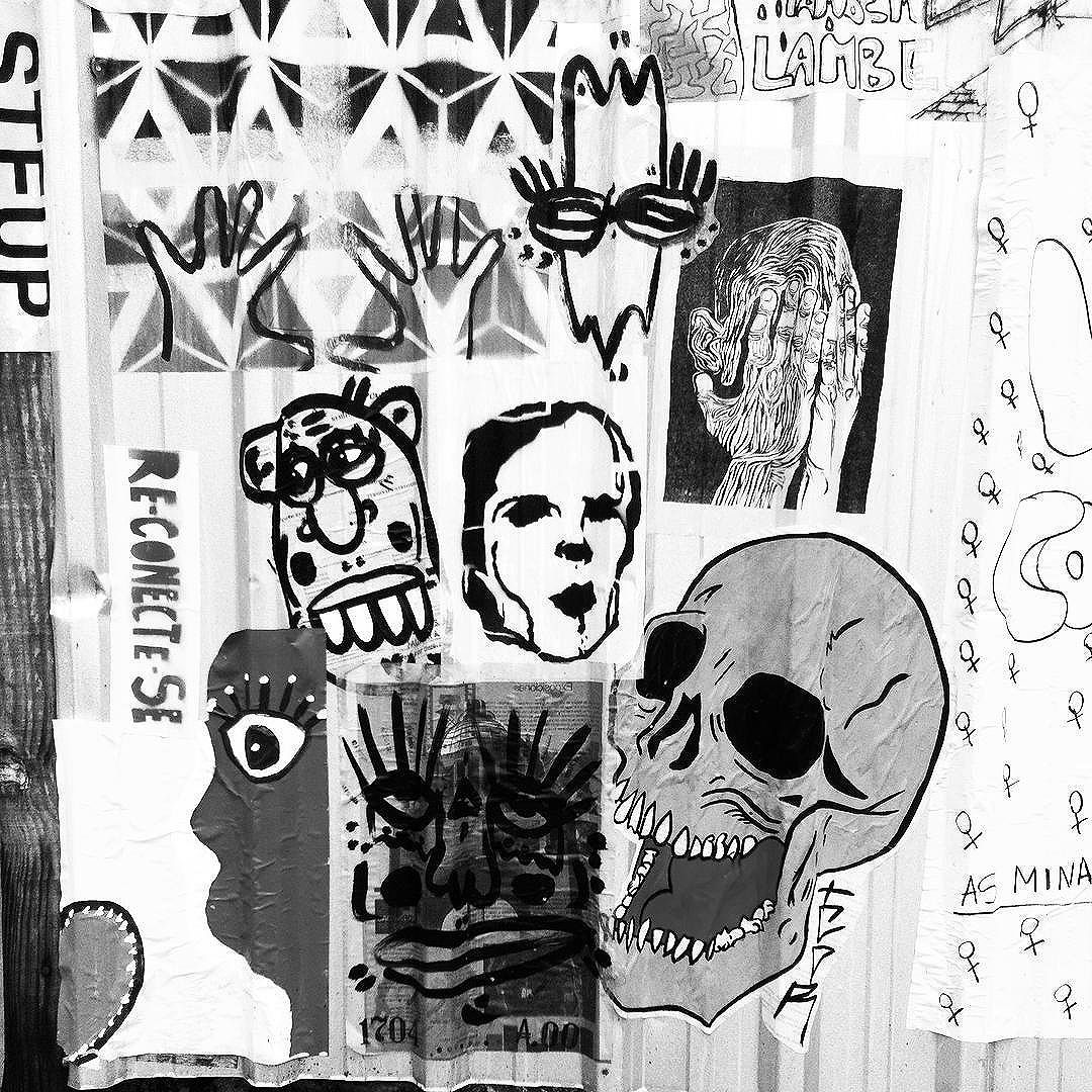 Street art, São Paulo, Brasil. 2016.  #brazilianartist #artist #art #streetart #urbanart #sp #streetartsp #gallery #photography #photo #blackandwhitephtography #skull #tattoo #reconectese #ferreirafinearts #retroart #retro #vintage #drawing #painting #grafitti #lambelambe #stencil #contemporaryart #woodcut #collage #colagem #mixedmedia