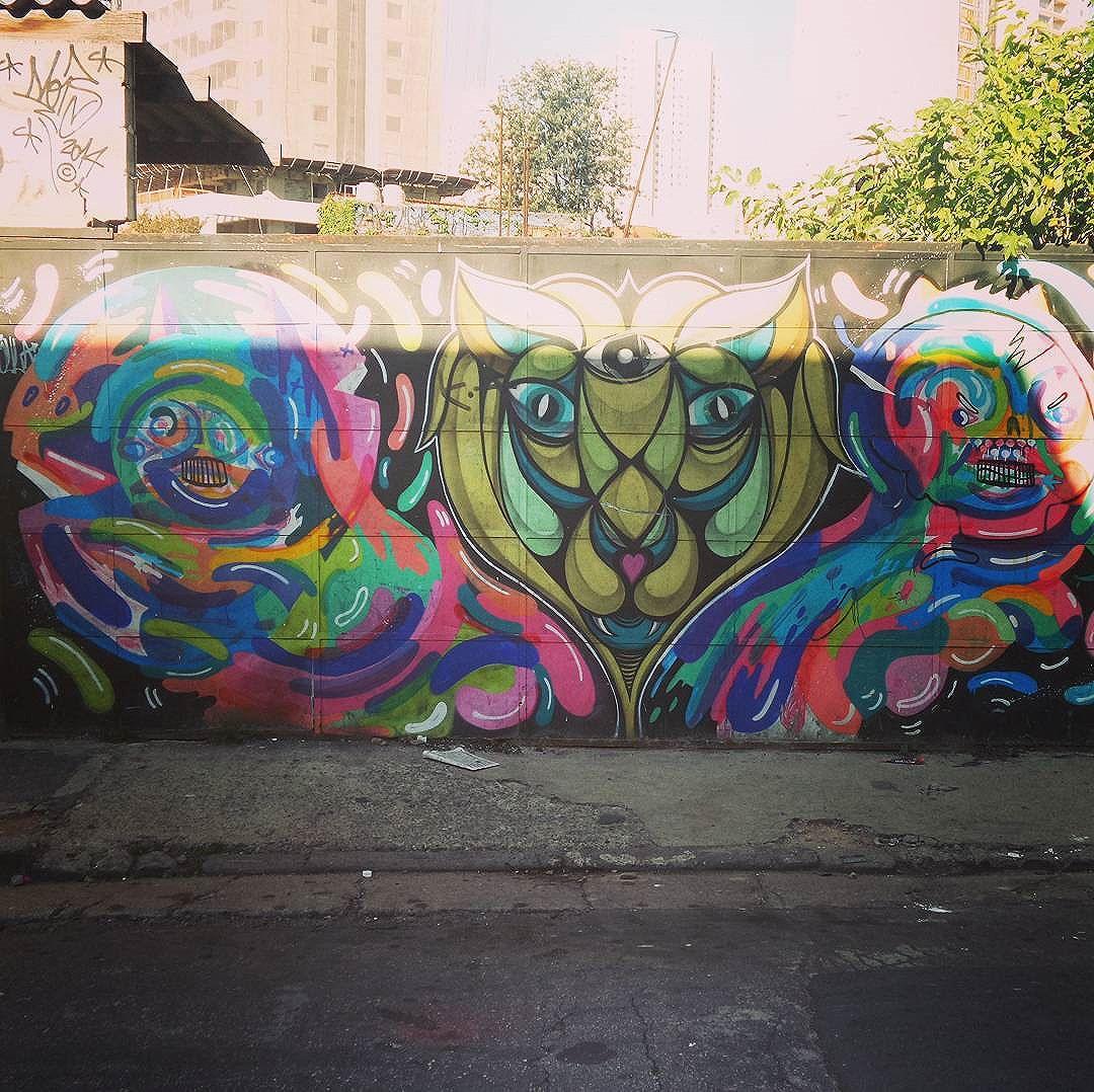 #streetartsp #graffitisp #sampagraffiti #streetartist #streetstyle #streetphotography #streetphotographers #ofantasticomundodografite #wallporn #sprayart #aerosolart #be_one_urbanart #graffiti_of_our_world #streetartglobal #vilamadalena #saopaulo #saopaulo #graffiti #graffitiart