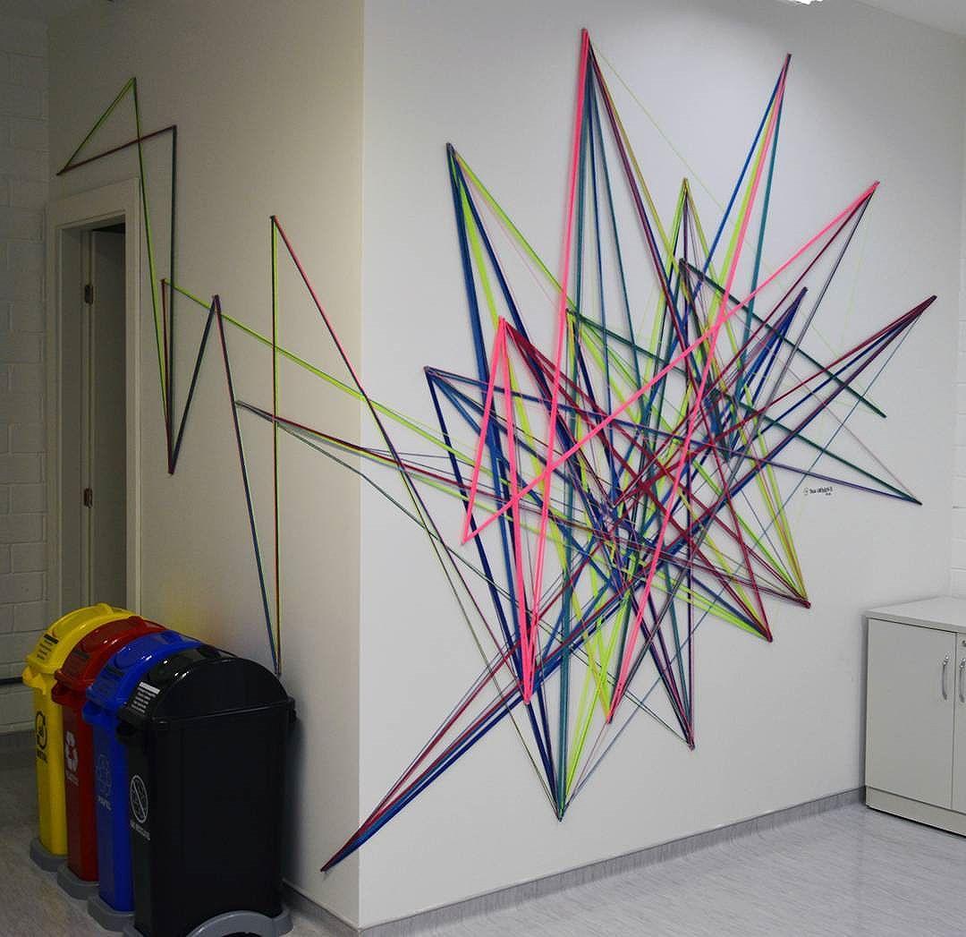 Tei•∆ urban•∆ . Centro Universitario FIAM FAAM • Campus VMII Rua: Agostinho Rodrigues Filho • Vila Clementino • SP 05•09•2016. Foto: @netosegundo  #teiaurbana #teia #stringart #stringcolor #intervention #intervencaourbana #intervencao #urban #abstract #abstrato #linhas #barbante #colorido #color #arteurbana #artederua #instaartexplorer #art #arte #streetart #streetartsp #street #designer #design #arq #arquitetura #decoracion #decoracao #saopaulo #brasil