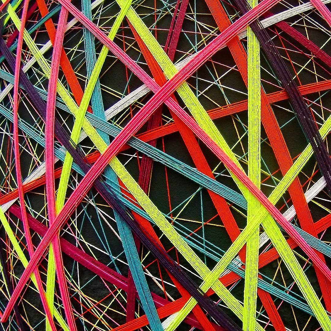 Tei•∆ urban•∆ . Rua: Taubaté 800 • Vila Carrão • SP 24•08•2016.  #teiaurbana #teia #streetart #stringart #intervention #intervencaourbana #intervencao #urban #abstract #abstrato #linhas #barbante #colorido #color #arteurbana #artederua #instaartexplorer #art #arte #streetartsp #street #designer #design #arq #arquitetura #decoracion #decoracao #interior #saopaulo #brasil