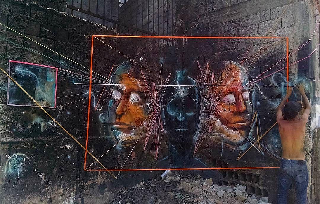 """Hoje o sol castigou  conclusão do projeto """"TUDO É PROJETADO POR UM SÓ"""" Obrigado pelo dia de hoje! .  Intervenção urbana @teiaurbana + @denneralvesempre 19•10•2016 .  #teiaurbana #teia #streetart #stringart #intervention #intervencaourbana #streetartnews #streetartglobe #intervencao #graffiti #urban #abstract #abstrato #linhas #barbante #colorido #color #arteurbana #artederua #instaartexplorer #art #arte #streetartsp #street #designer #design #arq #arquitetura #saopaulo #brasil"""