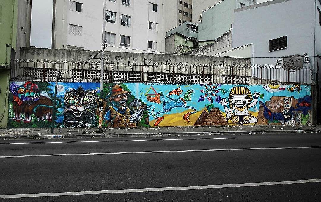 Muro completo, no Bixiga. São Paulo