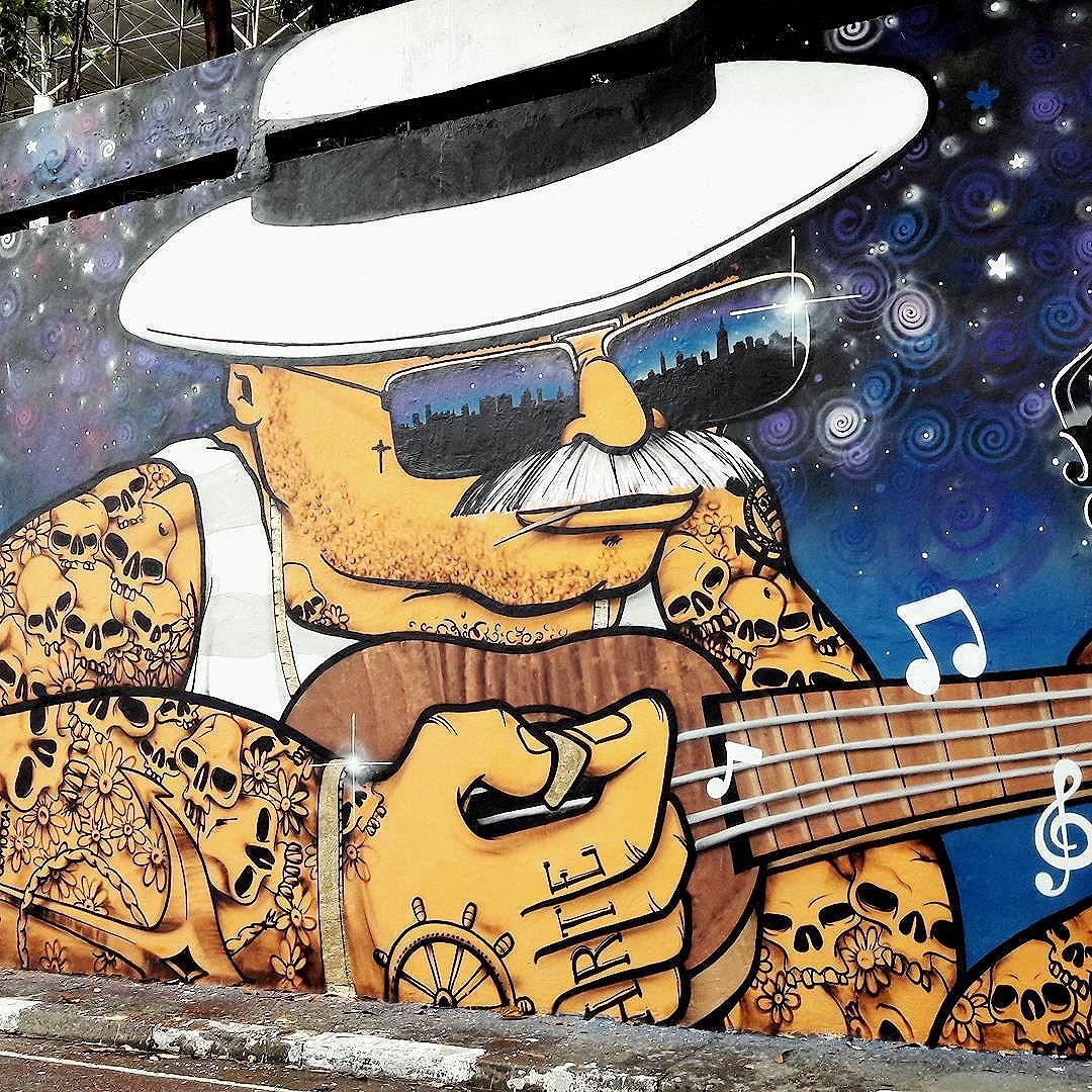 Music on wall in this urban art by @falgefalge  Project Tunel Noite Ilustrada in São Paulo  #falge #mow #sambadograffiti #be_one_urbanart #graffiti #graffiti_clicks #grafite #graf #streetart #streetartsp #streetphoto #streetarteverywhere #streetartphotography #spraypaint #urbanwall #urbanart #wallart #saopaulo #brasil #rsa_graffiti #braznu #sampa #tv_streetart #saopaulocity #tv_sa_simplicity_graff #streetartofficial #be_one_urbanart #brarts #tunelnoiteilustrada #musiconwalls