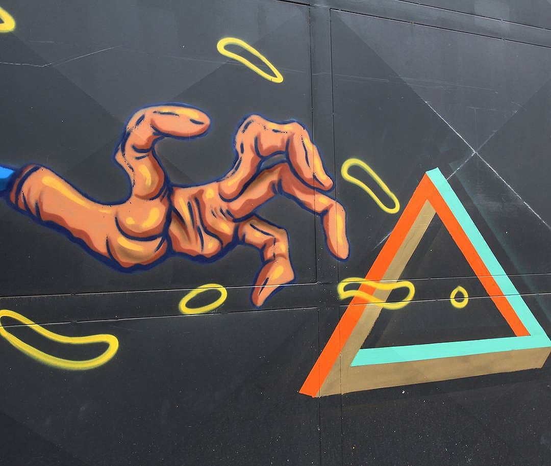 Pega essa, Vai Vai,  Bixiga.  #graffitiart #graffitis #graffitiwall #graffiti #graphicdesign #grafitesp #grafite #graffitiartist #graffitiigers #graffiti_magazine #instagrafite #globalstreetart #streetartist #streetart #urbanart #urbanartist #wall #kisso #art #painting #graffitiporn #murals #arteurbana #arterua #mtn #elgraffiti #streetartsp #pixo #sampagraffiti #spray