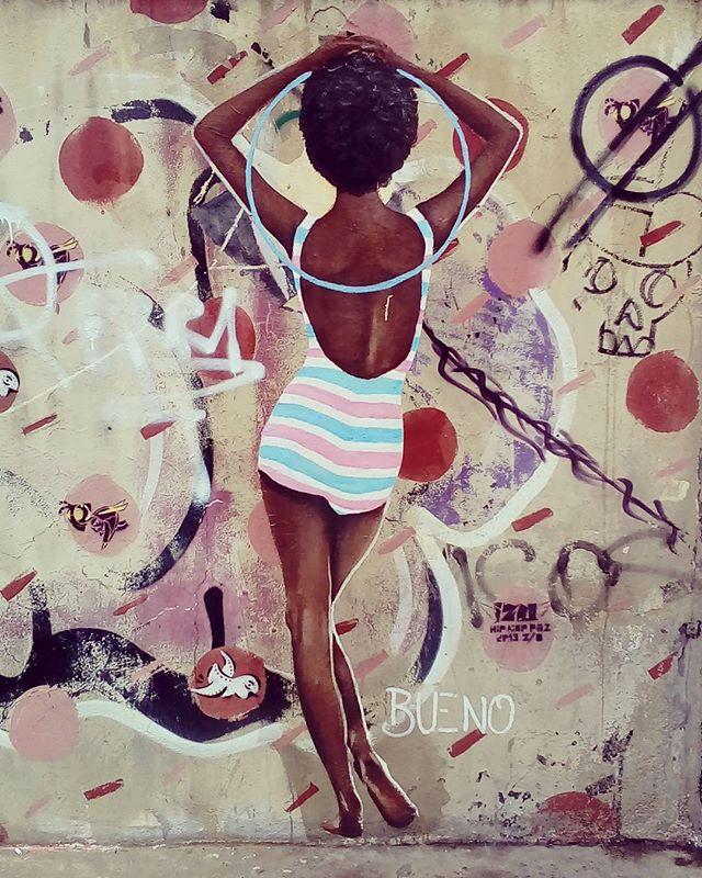 Rebola...rebola este seu corpo de mola... É o tcham fez escola  #blackgirls #bambole #requebra #streetartsp #stretart #buenocaos #maio #fadhionstrets #sp4you #spwalk #sampawalk #sampadagaroa #saopauloencantada