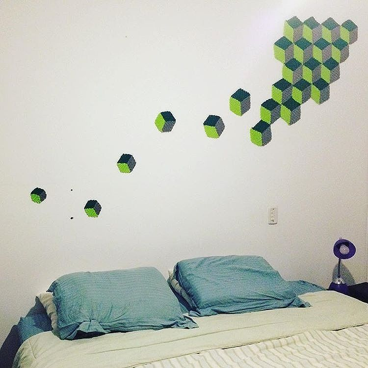 regram @graficrochet Aplicação de graficrochet na parede de um quarto! Para mudar qualquer ambiente! Faço sob medida!  #graficrochet #instagrafite #yarnbomb #grafitti #gratite #Sp #streetart #wall #art #handmade #chochet #crochetting  #ilovegraffiti #graficrochetando #nemtodosplashétinta #grafknit #urbanart #grafitecrochet #intervencaourbana #streetartsp #artederua #mulheresgrafiteiras  #yarn #crochetartist #knitartist #annegalante.