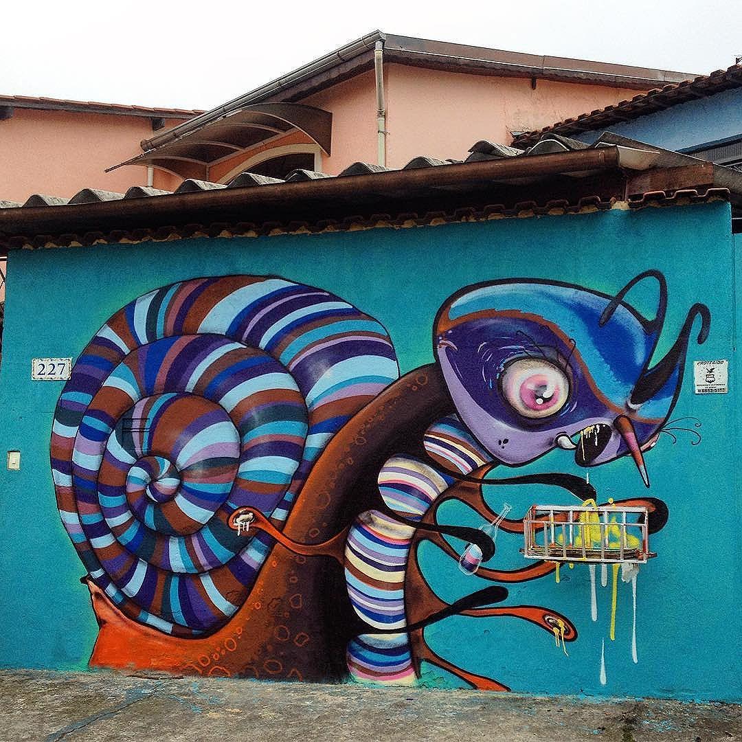 Snail by @feik_frasao #snail #graffiti #tv_streetart #streetarteverywhere #dsb #streetartsp #artederua #ruasp #tinta #wallart #sampa #saopaulo #carrao #jacktwo #feik #mural #graff #trashngraff #wall #spraypaint #