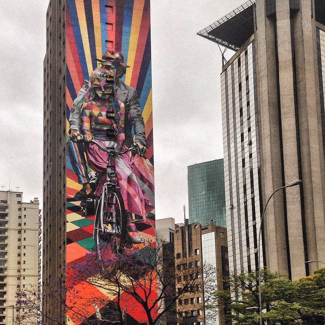 [sp series 05/05] this astonishing #kobra wall bringing color to the grey afternoon. i wish you all a great weekend | esse lindo painel do Kobra trazendo cor para a sexta-feira cinza. tenham um ótimo final de semana, pípol  #streetartsp #super_saopaulo