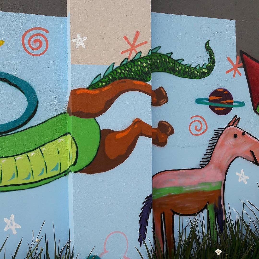Corpo de jacaré, pernas de cavalo, rabo de dragão. #graffitiart #graffitis #graffitiwall #graffiti #graphicdesign #grafitesp #grafite #graffitiartist #graffitiigers #graffiti_magazine #instagrafite #globalstreetart #streetartist #streetart #urbanart #urbanartist #wall #kisso #art #painting #graffitiporn #murals #arteurbana #arterua #mtn #elgraffiti #streetartsp #pixo #sampagraffiti #spray