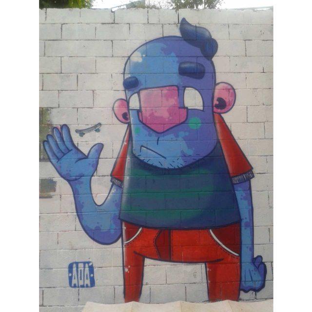 """""""De skate eu vim de skate eu vou""""  #graffiti #graff #graffart #art #arte #arts #artist #colors #color #cor #cores #apa #apaone #brazilianart #brazilianstyle #brazilianartist #streetartsp #streetart #urbanstyle #urbanart #urbanartist #maiscorporfavor #character #cartoons"""
