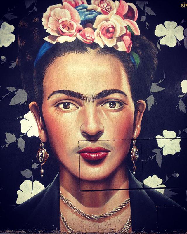 Escolha a sua frase favorita dela  #fridakahlo #streetartsp #streetart