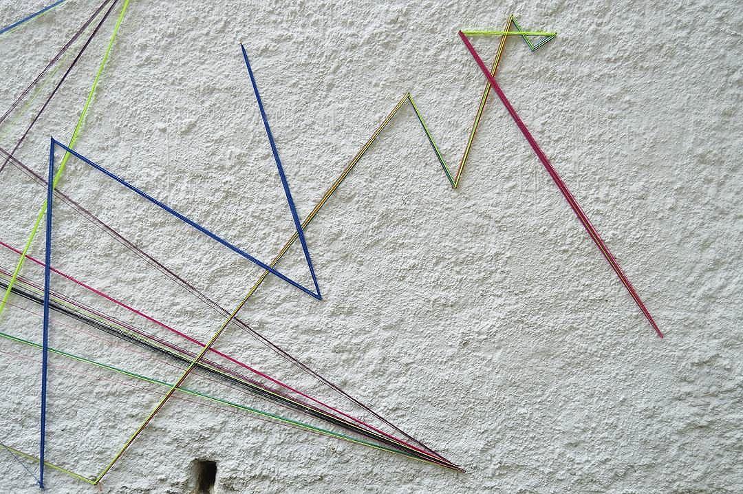 #teiaurbana #teia #streetart #stringart #intervention #intervencaourbana #streetartnews #streetartglobe #intervencao #graffiti #urban #abstract #abstrato #linhas #barbante #colorido #color #arteurbana #artederua #instaartexplorer #art #arte #streetartsp #street #designer #design #arq #arquitetura #saopaulo #brasil