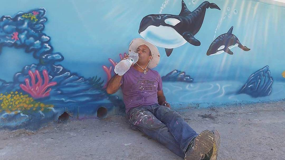 A break time #murals #muralist #streetart #streetartsp #streetactivity #streetartist #art #underthesea #spraypaint #wallart # #walls #orcas #orca #sea #selfie #graffiti #גרפיטי #airbrush #caligraphy #photography #desginer #work #painting