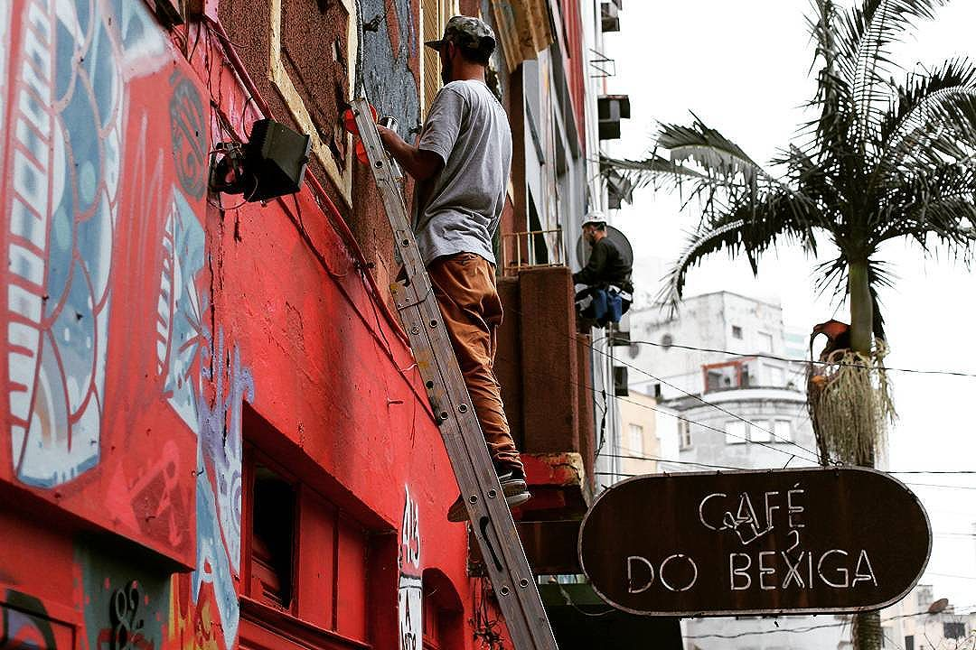 café da b'I'xiga . . #art #arte #street #urban #rua #streetart #urbanart #artederua #streetartsp #BR #brazil #brasil #SP #saopaulo #saopaulowalk #saopaulocity #splovers #bixiga #graffiti #canon #canon_official #canon_photos #omelhorclick
