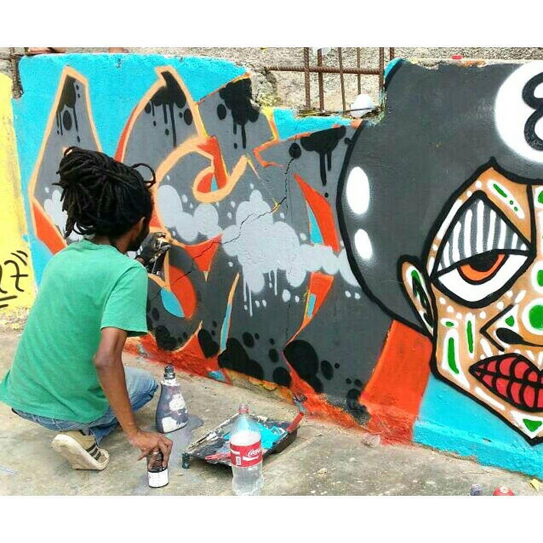 #dpraz em ação!!! : @cleiton_graffiti_arte  dpraz2016 #dpraznãopara #danyahupraz #dancoliveira #danielpraz  #intervencaourbana #arteurbana #artederua #sprayarte #colorginarteurbana #noucolors #artesvisuais #urbanart #streetart #sprayart #visualarts #instapainting #instastreetart #streetartbrazil #streetartsp  #streetartworldwide  #amizaderespeitoetintacrew #streetartsaopaulo  #artederuabrasil #graffitibr #graffitisp #instagraffiti #graffitibrazil