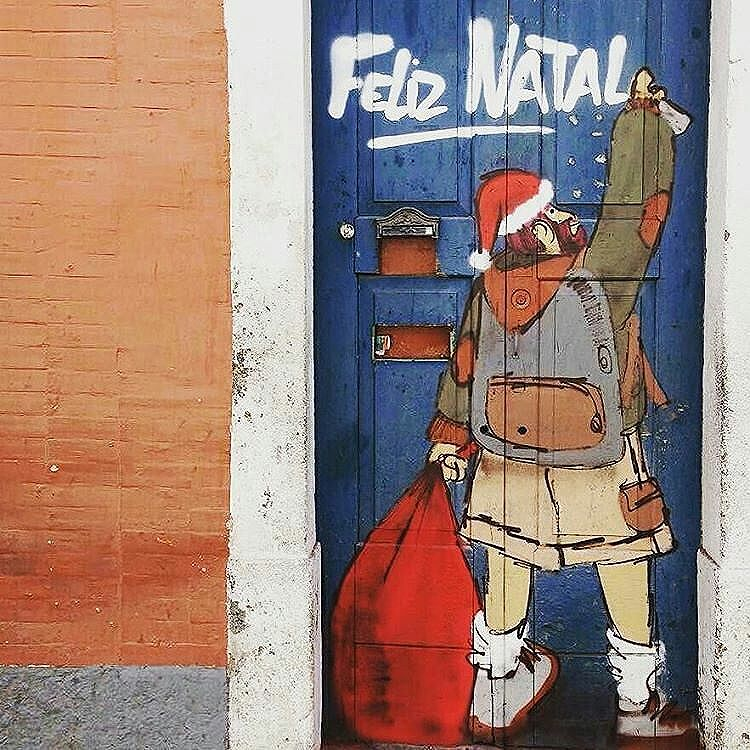 Feliz Natal a todos. Merry Christmas to all. Repost de @olheosmuros  #desapercebidonodiaadia #instagram #instagood #nofilter #gosteifotografei_ #streetphotographer #streetartsp #sp #spcity #instasp #SaoPaulo #ilovesp #sampacity #sampa #brasil #brazil #instagrambrasil #urbano #urban #tvminuto