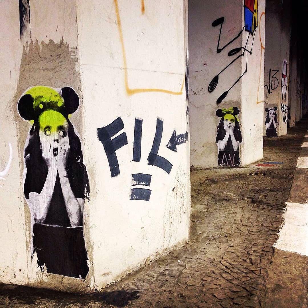 Linda arte de lambe-lambe do @bisposdeparis em um tunel da Consolação (São Paulo - Brasil). #bispodeparis #sambadograffiti #be_one_urbanart #graffiti #graffiti_clicks #grafite #graf #streetart #streetartsp #streetphoto #streetarteverywhere  #streetartphotography #spraypaint #urbanwall #urbanart #wallart #saopaulo #brasil #rsa_graffiti #tv_streetart #saopaulocity #tv_sa_simplicity_graff #streetartofficial #artonwalls #brarts #taglifegraffiti #scaryart #misturaurbana