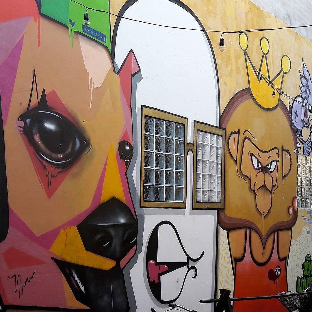 Mural do RAS (@fabahzadok), LOCONES (@locones) e LEON (@leon_znlovers) de @znlovers em Pinheiros (São Paulo, Brasil) #znlovers #ras #locones #leon #sambadograffiti #be_one_urbanart #graffiti #graffiti_clicks #grafite #graf #streetart #streetartsp #streetphoto #streetarteverywhere #streetartphotography #spraypaint #urbanwall #urbanart #wallart #saopaulo #brasil #rsa_graffiti #tv_streetart #saopaulocity #tv_sa_simplicity_graff #streetartofficial #artonwalls #brarts #taglifegraffiti